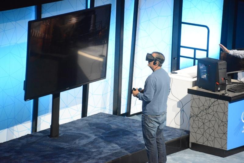ゲストとして登壇したIntel CEO、Brian Krzanich氏はfreeD videoテクノロジによるVR体験をデモンストレーション