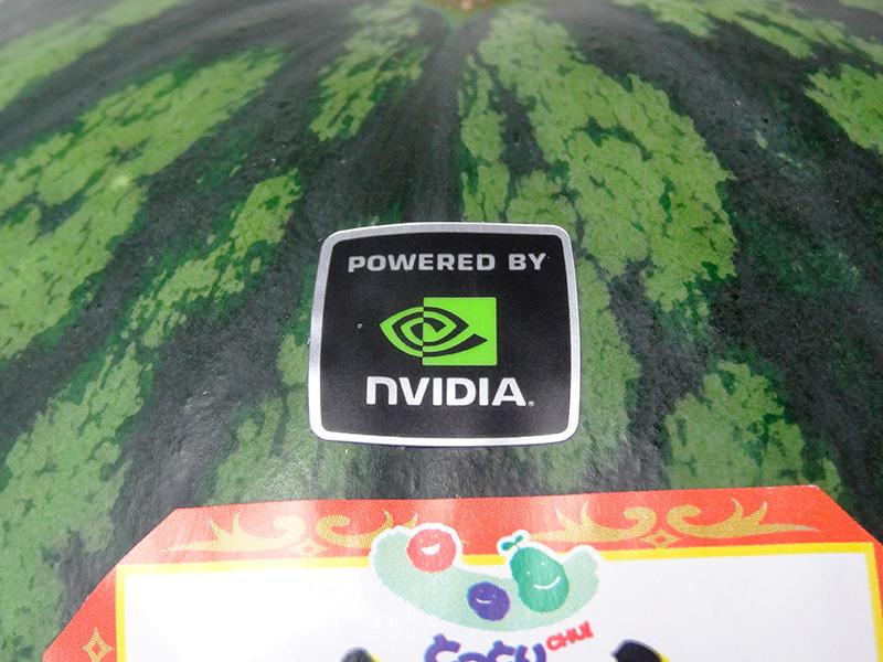 燦然と輝くPowerd by NVIDIAステッカー(千疋屋ですいかを買っても付いてきません)