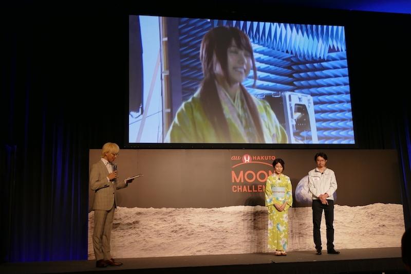 有村さんはCM撮影の合間にローバーを操縦したという