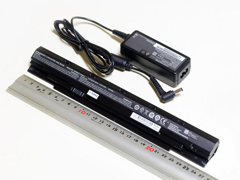 付属のACアダプタのサイズは約85×30×25mm(同)で、重量は148g
