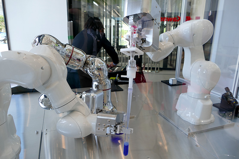 3台のロボットによる協調作業