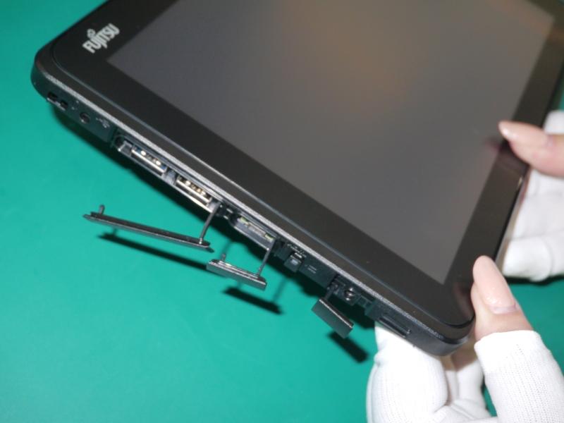 生産ラインではキャップを後から取り付けるが、組立教室ではキャップを先に取り付けており、そのため、一度キャップを取り外す。それによってキャップ部分が噛まないようにする