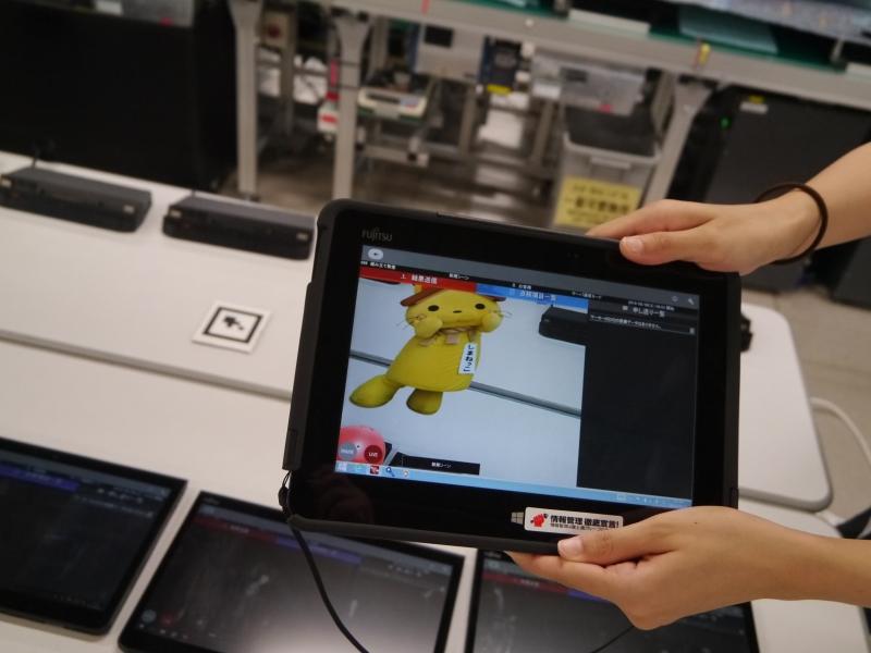 マーカーを映すとそこにキャラクターが登場する仮想現実