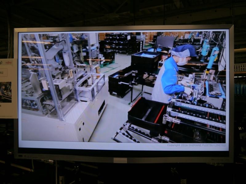 GP4と呼ぶツールを活用して人と機械が協調して作業する製造ラインを事前検証する様子を紹介