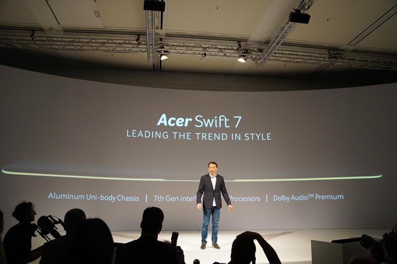 Acer Swift 7は10mmを切る9.98mmという薄さを実現したクラムシェル型ノートPC