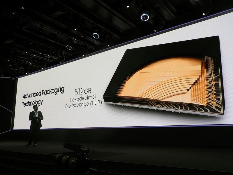 そのダイを16枚積層して1つのパッケージとしたHDPを採用