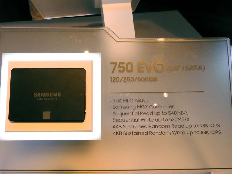 2.5インチSATA接続の低価格モデル「750 EVO」。容量は120GB/250GB/500GBで、3bit MLC NANDを採用。コントローラはMGXで、シーケンシャルリードは最大540MB/s、シーケンシャルライトは最大520MB/s。4KBランダムリードは最大98,000IOPS、4KBランダムライトは最大88,000IOPSである