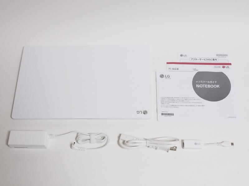 同梱物一覧。左上から本体、冊子(インストールガイド、保証書、アフターサービスの案内)、ACアダプタ、電源ケーブル、USB Type-C→RJ45変換コネクタ
