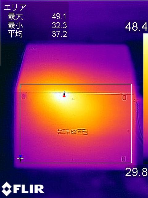 底面でもキーボード面と同じくヒンジ付近で最大温度49.1℃を記録している
