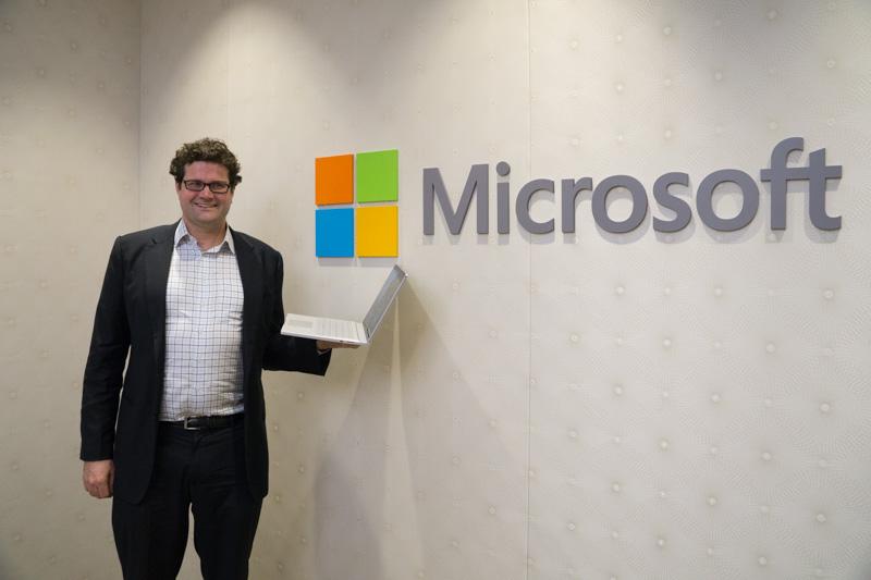 Microsoftデバイス担当副社長のブライアン・ホール氏