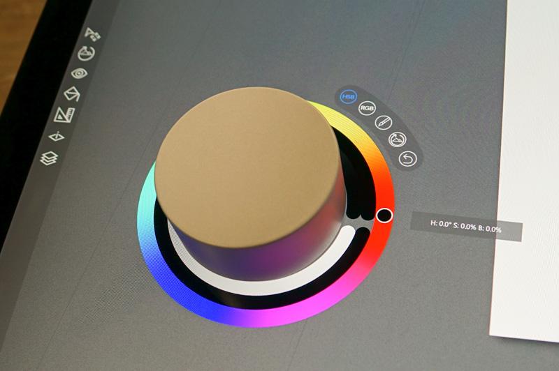 Surface Dialの周りに表示されているのがダイヤルオンスクリーンと呼ばれるメニュー。ダイヤルオンスクリーンは現状ではSurface Studioだけの機能