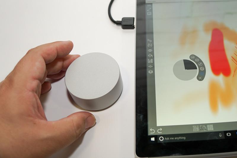 Surface Bookなどではこのようにメニューはオフスクリーン表示になる
