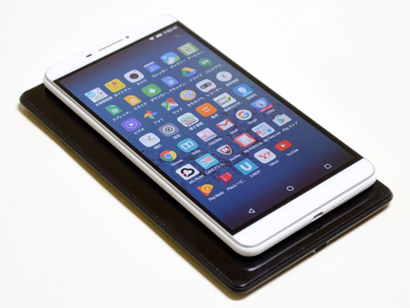 Nexus 7(2013)との比較。同じ7型のパネルだが、フチの幅が狭い分、全体的にコンパクトになっている