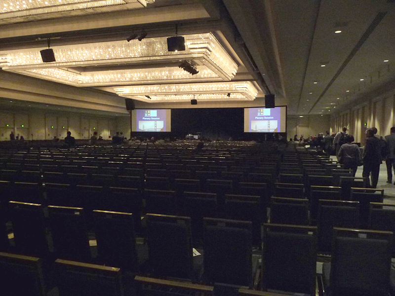 IEDM 2016の基調講演セッションが始まる、30分ほど前の会場風景。現地時間12月5日午前8時30分過ぎに撮影