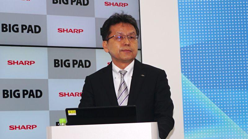 発表会で製品説明を行なったビジネスソリューション事業本部ビジュアルソリューション事業部商品企画部長の村松佳浩氏