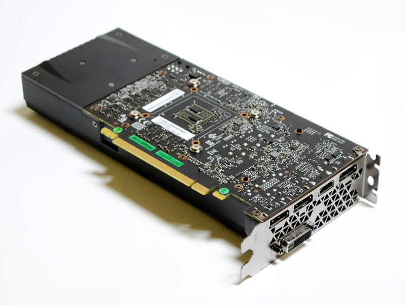 GeForce GTX 1060。基板面を上にしたので見えていないがファンは1つ