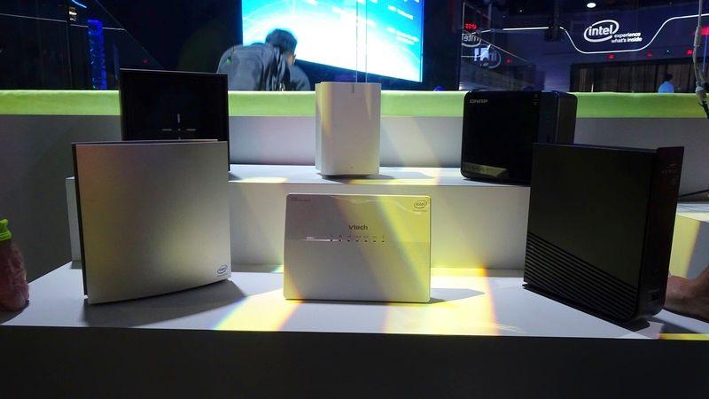 会場内のIntelブースには、各社のゲートウェイデバイスが展示されていた