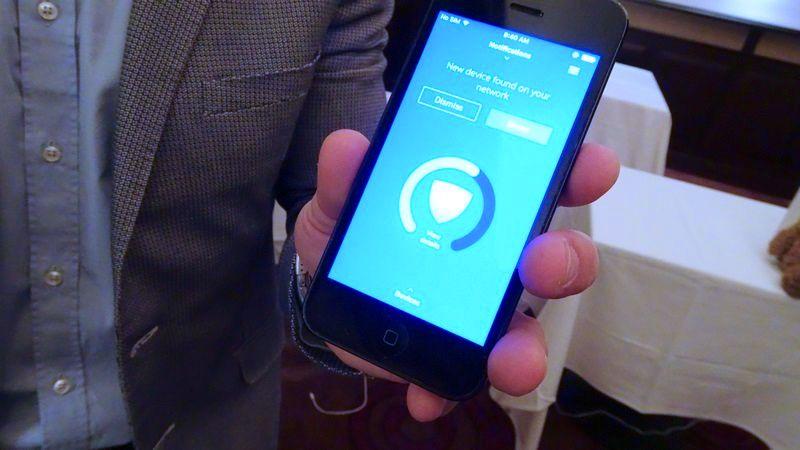 家庭内に新たなデバイスが見つかると管理者ユーザーのスマートフォンに警告