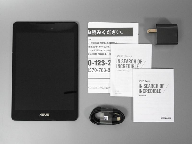 同梱品一式。USBケーブル、USB-ACアダプタ、各種取説と必要最小限の構成