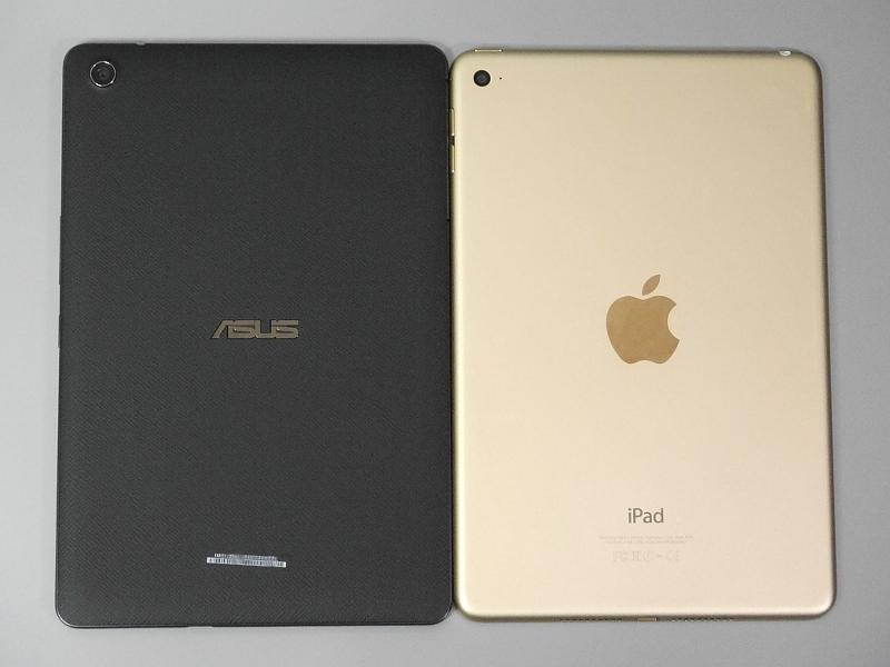 iPad mini 4との比較(背面)。滑り止め防止加工が施された本製品との違いがよく分かる