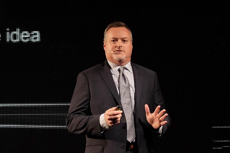 米Dell エクスペリエンスデザイングループ(EDG) コマーシャルクライアントおよびコンシューマパフォーマンス・インダストリアルデザイン担当 バイスプレジデント マイケル・エリス・スミス氏