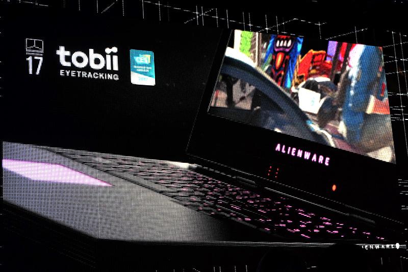 17型にはTobii製視線追跡センサーも搭載