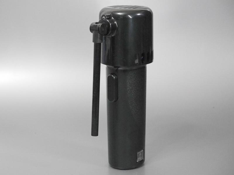 ノズルは90度折りたためる。収納時に便利なほか、噴射の方向を変えられるのも利点だ