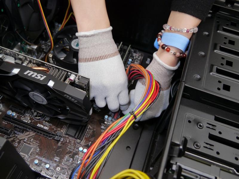 メイン電源コネクタを接続