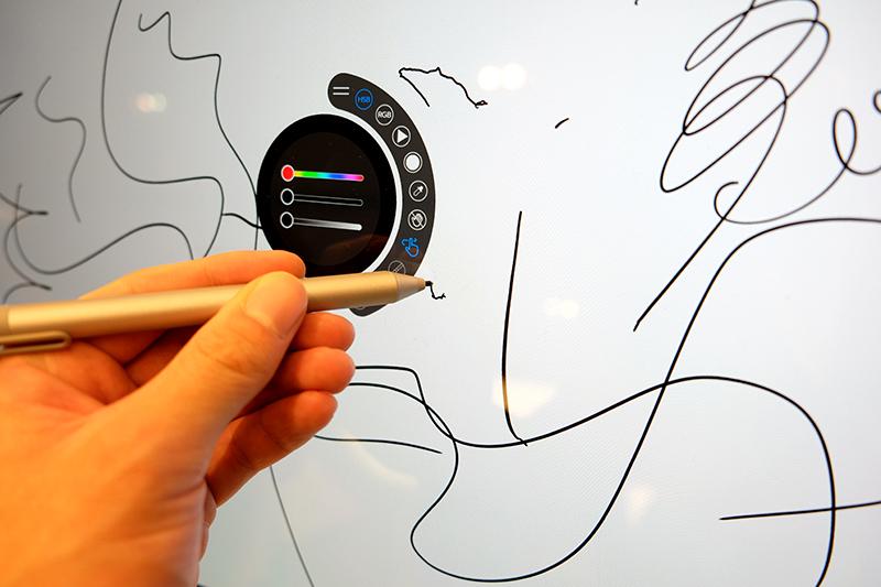 """ペン入力のSurface Dial対応のUWPアプリ「<a href=""""https://www.microsoft.com/ja-jp/store/p/sketchable/9wzdncrfjcjw"""">Sketchable</a>」によるデモ"""