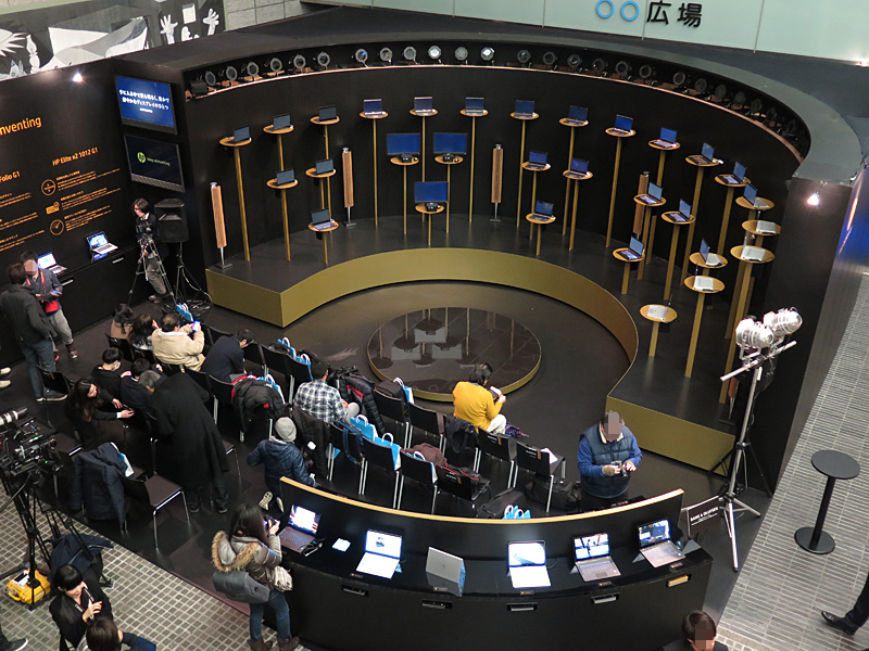 イベントスペースの俯瞰図。なお、初日は報道関係者用席が用意されたため、若干広がっているが、イベント開催時はこの席が取り払われ、展示スペースももう少し小さくなる