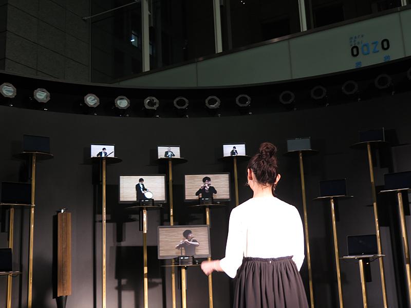 ステージの中央に立って、タクトをパート担当の方に向けると、その6台だけビデオが現れる