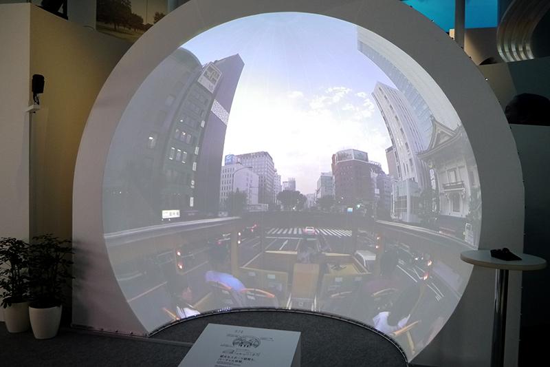 AcroSignライブサイトソリューション。没入感のある映像を楽しむことができるドーム型の映像システム。観光もスボーツ観戦もバーチャル体験ができる