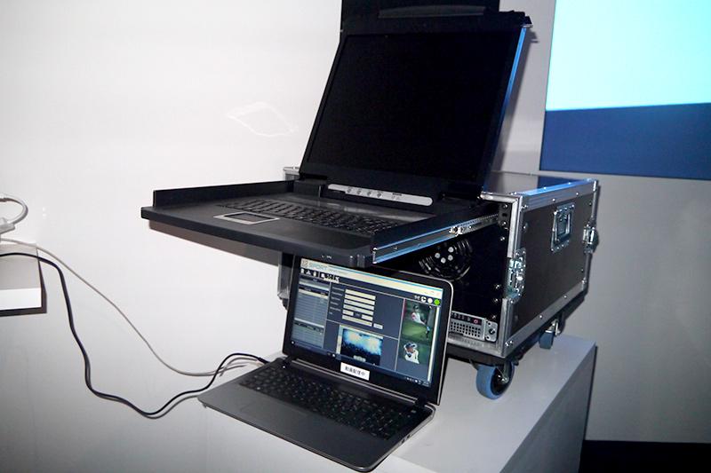 競技場内モバイル向け動画配信システムは移動できるように車輪がついている。どんな会場でも簡単に設営ができる