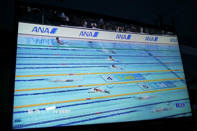 2Dトラッキングシステム@競泳。画像解析により選手の泳ぐ早さをリアルタイムで計測して表示可能