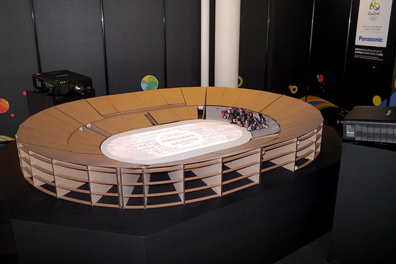 別会場に展示されたリオオリンピック開閉会式プロジェクションマッピング事前検証用マナカランスタジアム模型。感動の閉会式の検証はこれを使って行なわれた