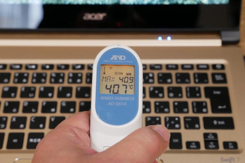 高負荷時にはキーボード後方や裏面が40℃ほどになる