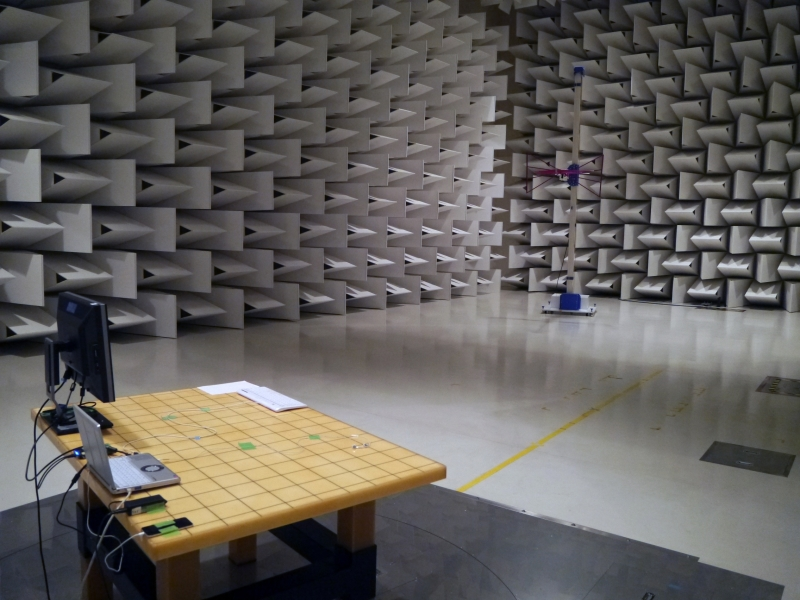 10m電波暗室。もともとは外部の施設を借りていたが、待ち時間が多く検査に時間がかかるため自前で設置した