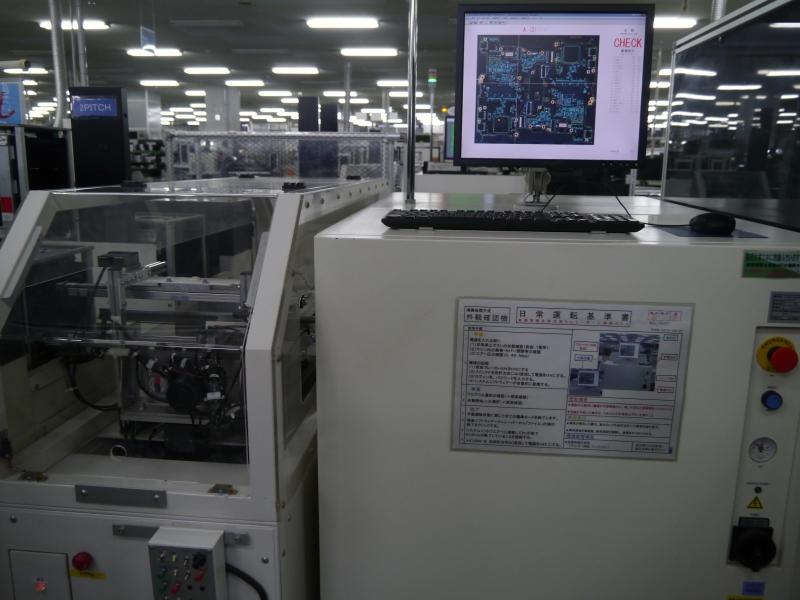 外観検査機。基板への実装状態を検査する