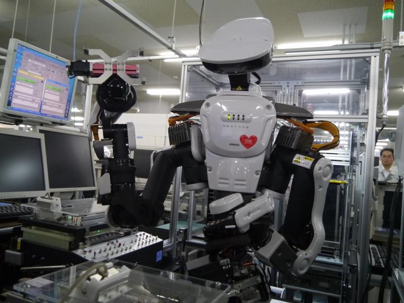 XZ6シリーズの生産開始に合わせて導入した双腕ロボット
