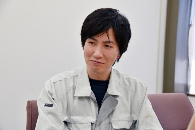 鈴木毅充氏(モバイル開発部機構設計1課 機構担当)