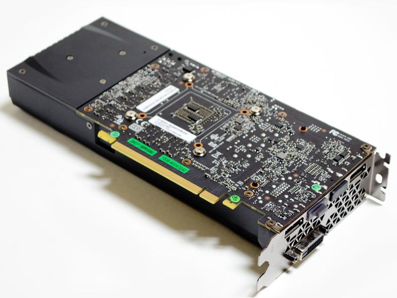 GeForce GTX 1060(裏)。後ろ側はファンのスペースで実際の基板は少し短くなっている