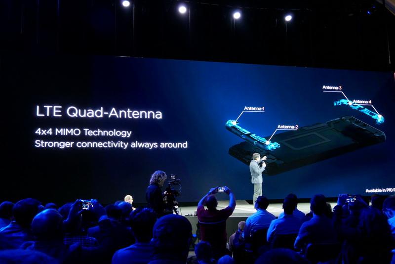 アンテナを4基搭載しており、LTEの4×4 MIMO通信に対応するという