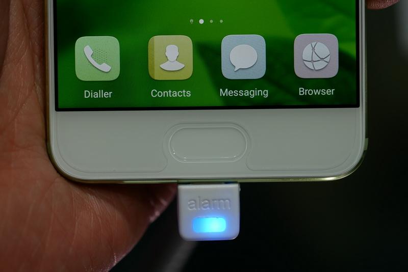 指紋認証センサーはディスプレイ下部に搭載