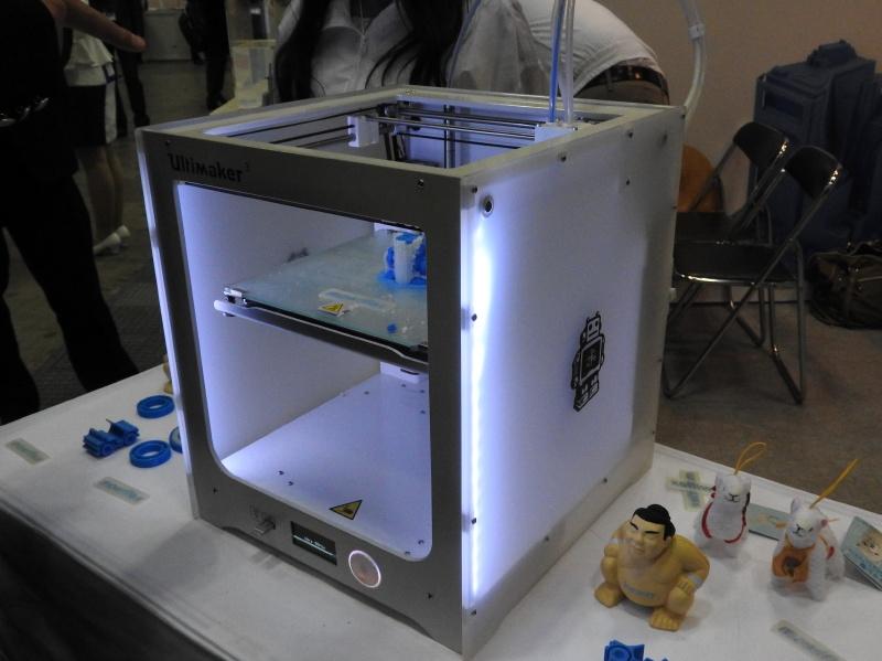 クラレのブースでは、同社が開発した水溶性フィラメント「mowiflex」のデモが行なわれていた