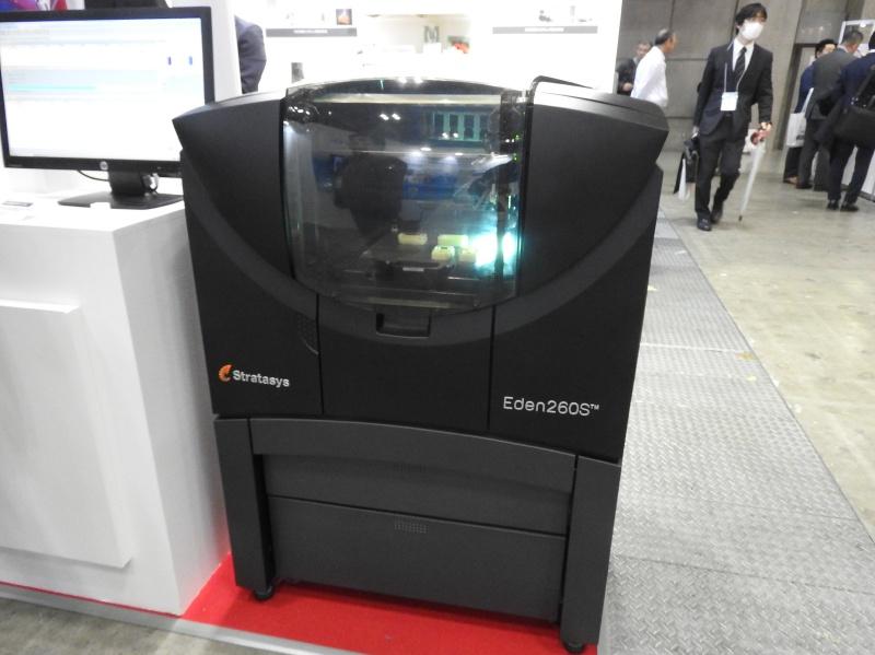 丸紅情報システムズのブースに展示されていたStratasysのPolyjet方式3Dプリンタ「Eden260S」