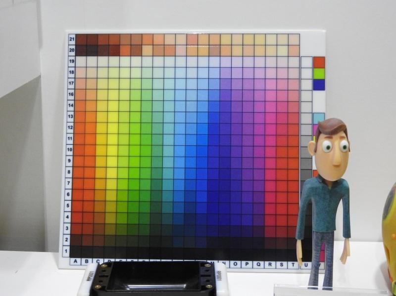 フルカラー対応のPolyjet方式3Dプリンタの出力色見本と出力例