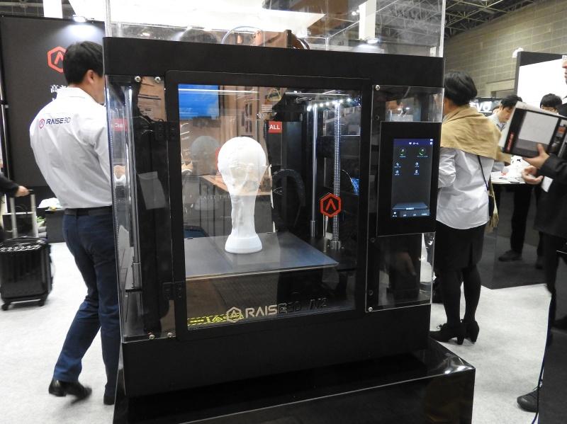 日本3Dプリンターのブースで展示されていたFDM方式の3Dプリンタ「Raise3D N2」。最大出力サイズは、305×305×305mm(同)である