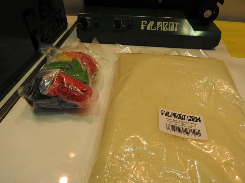 FilaBot EX2では、原料として樹脂を粒状に加工したペレットを利用する