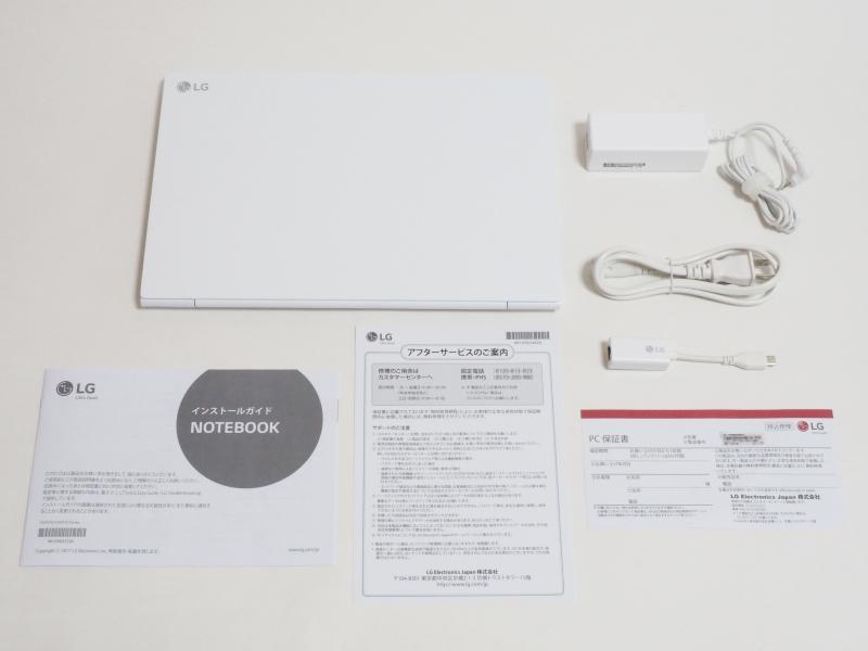 同梱品一覧。左上から本体、ACアダプタ、電源ケーブル、有線LANアダプタ、小冊子(インストールガイド、アフターサービスのご案内、保証書)