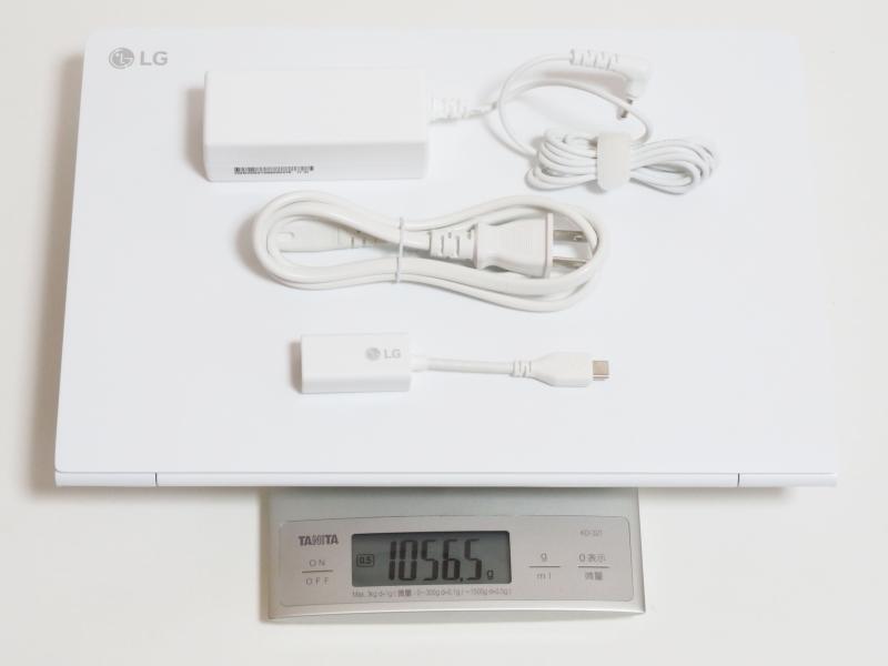 本体、ACアダプタ、電源ケーブル、有線LANアダプタの合計重量は実測1,056.5g
